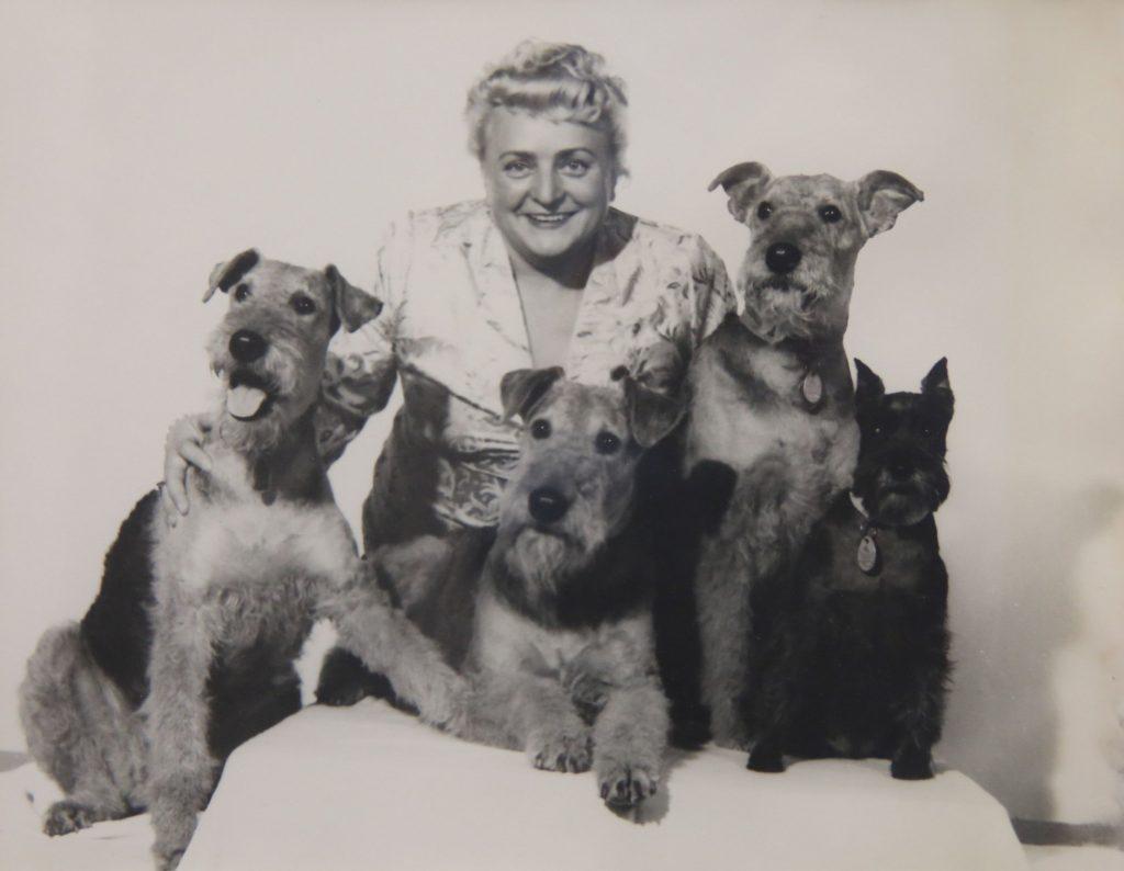 Erna Graff mit Hunden